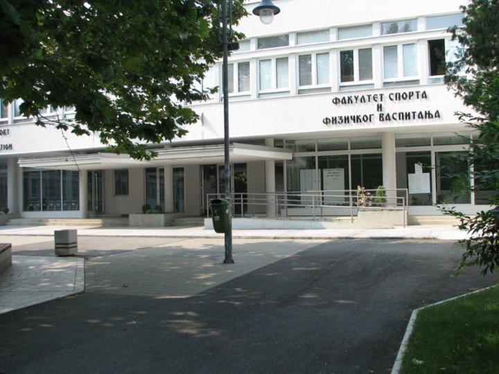 [Pogled na zgradu Fakulteta - desno]
